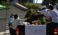 El sector de flores de AGEXPORT regal— flores en las calles de la ciudad, con su lema: que florezca la esperanza.  FOTOGRAFêAS: FERNANDO CABRERA