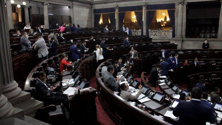 Diputados aprobaron este Domingo de Ramos la ampliación presupuestaria por Q5 mil millones. (Foto Prensa Libre: Noé Medina)
