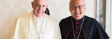 El papa Francisco junto a monseñor Francisco Montecillo. (Foto Prensa Libre: RMOP/© L'Osservatore Romano)