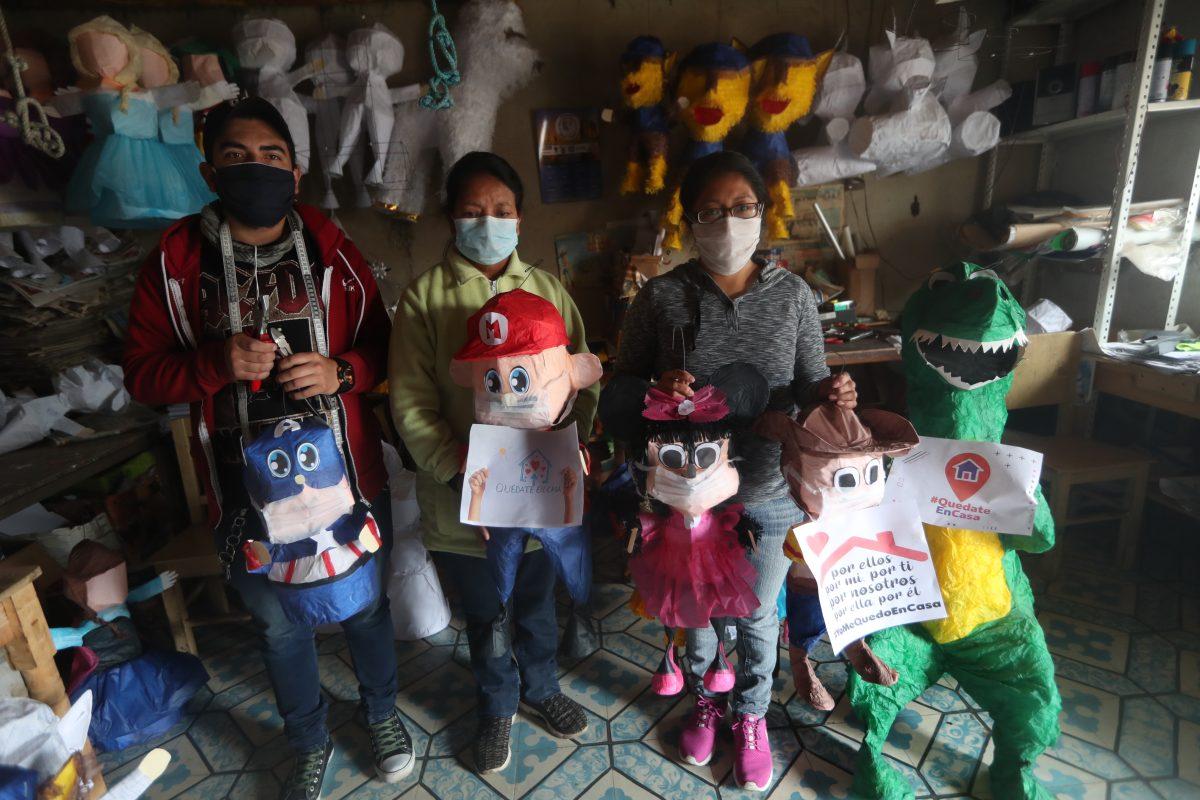 En medio de la crisis por el covid -19, comerciantes aprovechan su creatividad y le ponen mascarilla a las piñatas