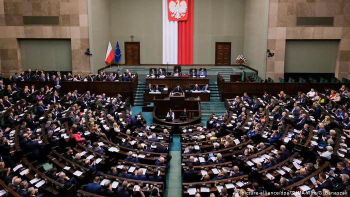 Polonia votará en elecciones presidenciales por correo debido al coronavirus