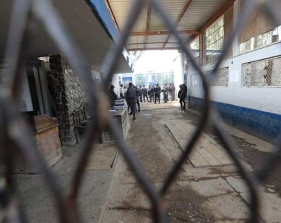 El Sistema Penitenciario presentó a defensores públicos y abogados particulares 844 expedientes para que privados de libertad puedan optar a libertad anticipada como protocolo por la emergencia sanitaria. (Foto Prensa Libre: Hemeroteca)