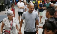 Barcelona (Spain).- (FILE) - Bayern Munich's head coach Josep Guardiola (C) arrives accompanied by his mother Dolors Sala Carrio (L) at Kursal Theater to deliver a speech on 'passion, leadership and team' to mark the 50th anniversary of Ampans Association, in Barcelona, northeastern Spain, 23 June 2015 (re-issued 06 April 2020). As Manchester City informed on 06 April, Guardiola's mother Dolors Sala Carrio died aged 82 after being infected with the Coronavirus. (España) EFE/EPA/SUSANNA SAEZ *** Local Caption *** 52022031