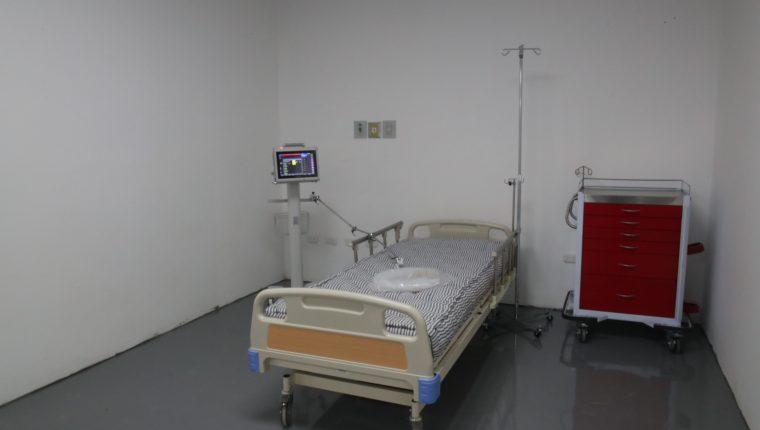 Así luce el área de intensivos del hospital temporal de Quetzaltenango para pacientes con covid-19, construido en Cefemerq. (Foto Prensa Libre: María Longo)