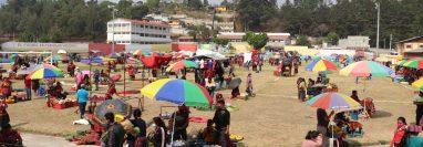 Chichicastenango, Quiché, trasladado el mercado al estadio de futbol de la localidad.  (Foto Prensa Libre: Héctor Cordero)