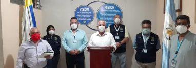 Autoridades de Salud y municipales de Pachalum, Quiché, confirman el primer caso de coronavirus (Foto Prensa Libre: Héctor Cordero)
