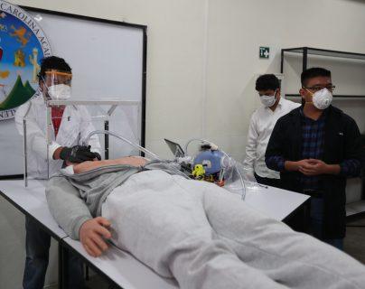 El propósito del grupo de estudiantes y docentes es contar con un respirador mecánico de bajo costo para los departamentos de Guatemala. (Foto Prensa Libre: María Longo)
