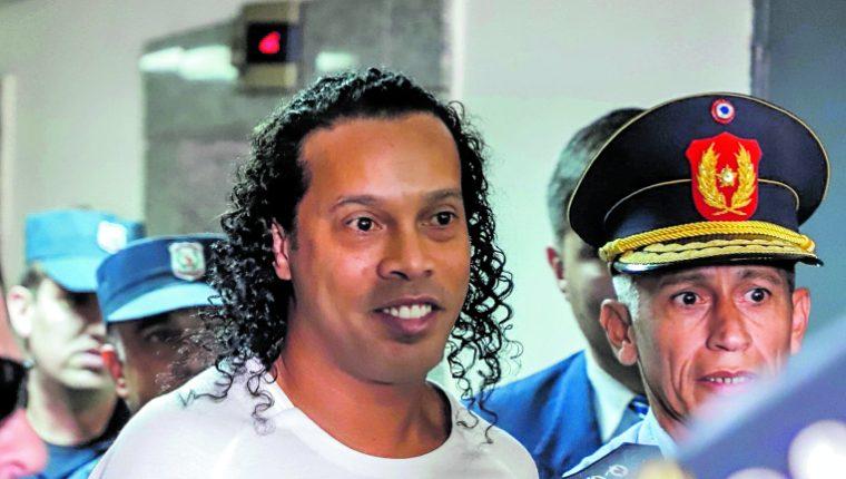 Ronaldinho está por cumplir un mes en prisión, en Paraguay. (Foto Prensa Libre: Hemeroteca PL)