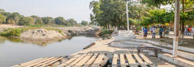 El coronavirus obligó a los balseros en el río Suchiate frontera con México a suspender labores por tiempo indefinido. (Foto Prensa Libre: R. Méndez)