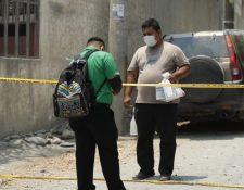 Vecinos permanecen aislados en la aldea Ixcanal luego de que se detectaran dos casos de coronavirus. (Foto Prensa Libre: Esbin García).