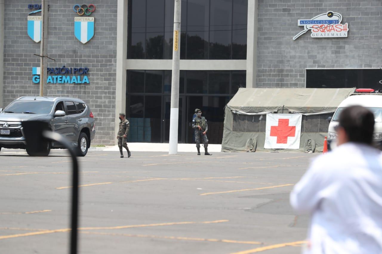 El Ejército de Guatemala es el encargado de hacer el reparto de víveres. Foto: Érick Ávila.