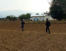 Las autoridades llegaron a la comunidad de Olintepeque para seguir con las investigaciones. (Foto Prensa Libre: Cortesía)