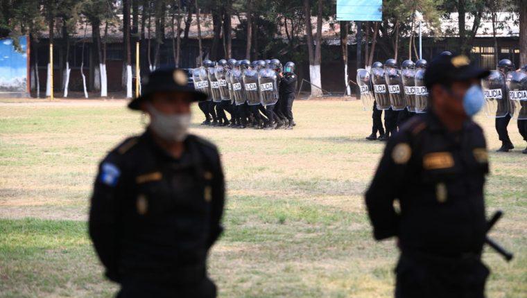 La PNC capacitó a 200 agentes en resolución de problemas y disolución de masas. durante la emergencia de covid-19. Foto Prensa Libre: Carlos Hernández