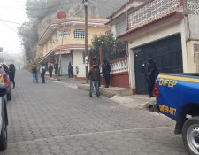 Desde horas de la mañana personal de investigación de la PNC y MP realizaron las diligencias. (Foto Prensa Libre: Cortesía)