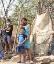 Vecinos del caserío El Canal, Aldea La Fragua, Zacapa, solicitan ayuda, porque ya no tienen alimentos a causa de la crisis por el coronavirus. (Foto Prensa Libre: Wilder López)