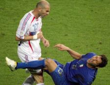Zidane y Marco Materazzi protogonizaron uno de los momentos históricos en los mundiales. (Foto Prensa Libre: Redes)