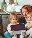 Para los padres es un reto compaginar el teletrabajo con la educación de sus hijos en casa. (Foto Prensa Libre: Unsplash)