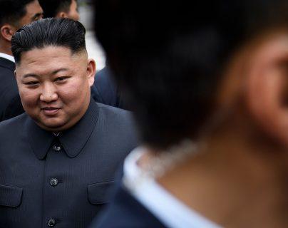El líder norcoreano, Kim Jong-un no ha aparecido durante varios días, lo que ha provocado rumores, no confirmados sobre una posible muerte. (Foto Prensa Libre. AFP)
