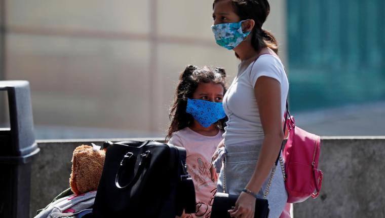 En Guatemala se ha vuelto obligatorio el usa de la mascarilla para prevenir el coronavirus. (Foto Prensa Libre: Hemeroteca PL).