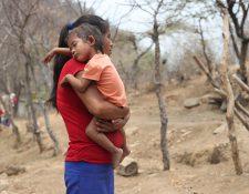 Gisele está por cumplir los dos años sufre de desnutrición aguda. Su condición la hace propensa a enfermarse. Los médicos recién le diagnosticaron neumonía y fue necesario hospitalizada. La pequeña es originaria del municipio de Zacapa, donde hay otros 33 niños con desnutrición aguda. (Foto Prensa Libre: Érick Ávila)