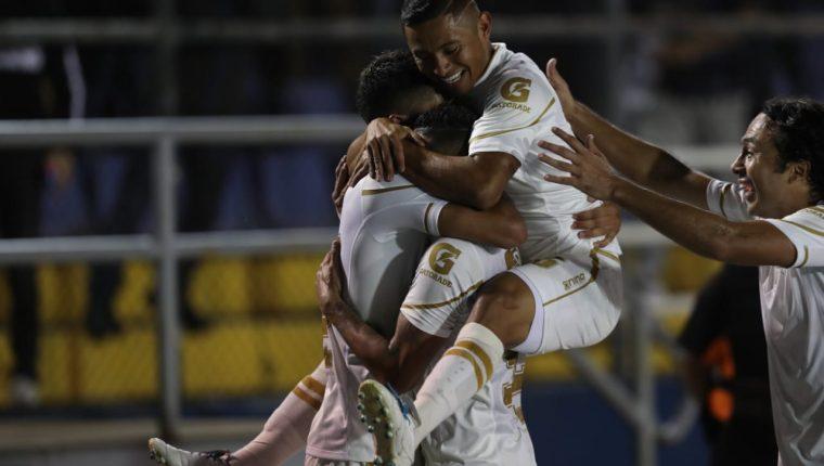Los equipos podrían verse obligados a renegociar con sus jugadores los contratos. (Foto Prensa Libre: Hemeroteca PL)