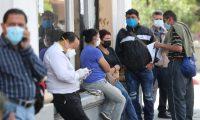 Ciudadanos usan mascarilla para evitar más contagios de coronavirus. (Foto: Prensa Libre: Hemeroteca).