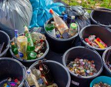 Aprender a desechar adecuadamente sus residuos sólidos puede contribuir a promover el cuidado del medio ambiente. (Foto Prensa Libre: Unsplash)
