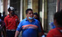 El presidente Alejandro Giammattei anunció que multará a las personas que no usen mascarilla. (Foto Prensa Libre: Carlos Hernández)