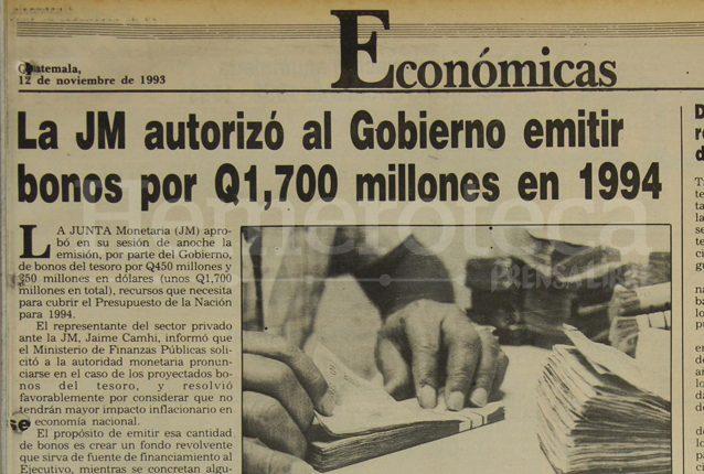 Nota de Prensa Libre informando sobre la aprobación de deuda pública por la Junta Monetaria. (Foto: Hemeroteca PL)