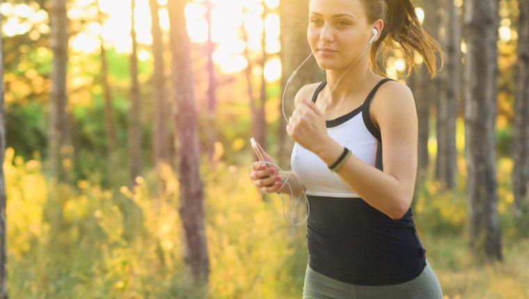 Mantener una actividad física durante el confinamiento le ayudará a calmar la ansiedad y liberar el estrés. (Foto Prensa Libre: Pixabay).