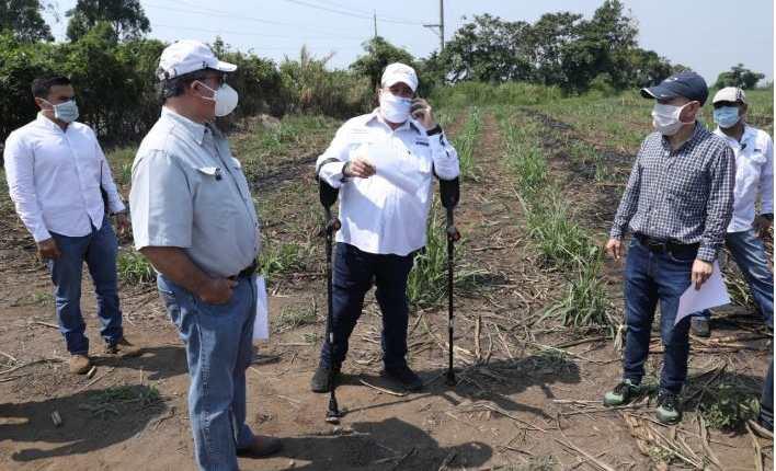 Presidente Alejandro Giammattei durante la visita al terreno donde estará el nuevo hospital. (Foto Prensa Libre: cortesía)