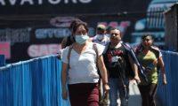 Los guatemaltecos implementan medidas de prevensión como el uso de la mascarilla. (Foto Prensa Libre: Hemeroteca PL)