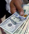 El tipo de cambio registró en un aumento de Q0.05 en las últimas dos semanas por una mayor demanda de la divisa, y las autoridades dicen que es un efecto estacional. (Foto Prensa Libre: Hemeroteca)