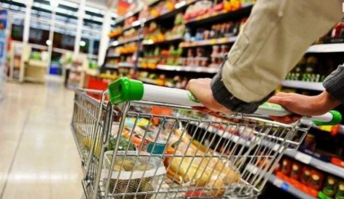 Dos cadenas de supermercado registran un incremento de demanda de hasta 100% en algunos productos. (Foto Prensa Libre: Shutterstock)