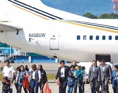 Tres vuelos de deportados se tienen previsto que se registren durante la presente semana. (Foto Prensa Libre: Hemeroteca PL)