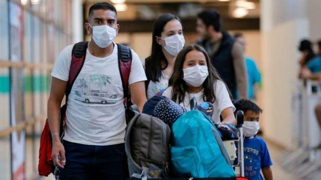 Medidas como el uso de la mascarilla fueron adoptadas de inmediato por la población uruguaya. (Foto: AFP)