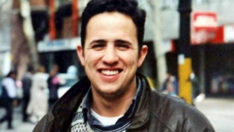 El comunicador social Alejo Hunau fue asesinado con una botella de vino en su apartamento en 2004.