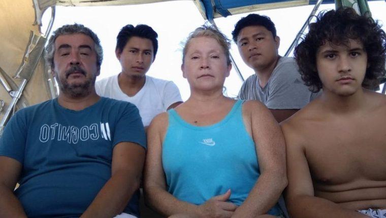 Marcelo Escalante junto a su esposa, su hijo de 21 años y dos jóvenes guatemaltecos que iban a trabajar con él.