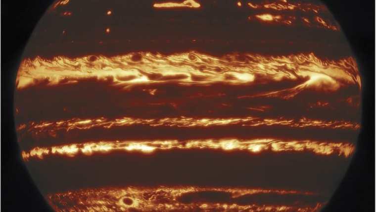 Se necesitaron cientos de exposiciones para construir este nítido mosaico de imágenes de Júpiter en infrarrojo. GEMINI OBSERVATORY/M.H.WONG ET AL