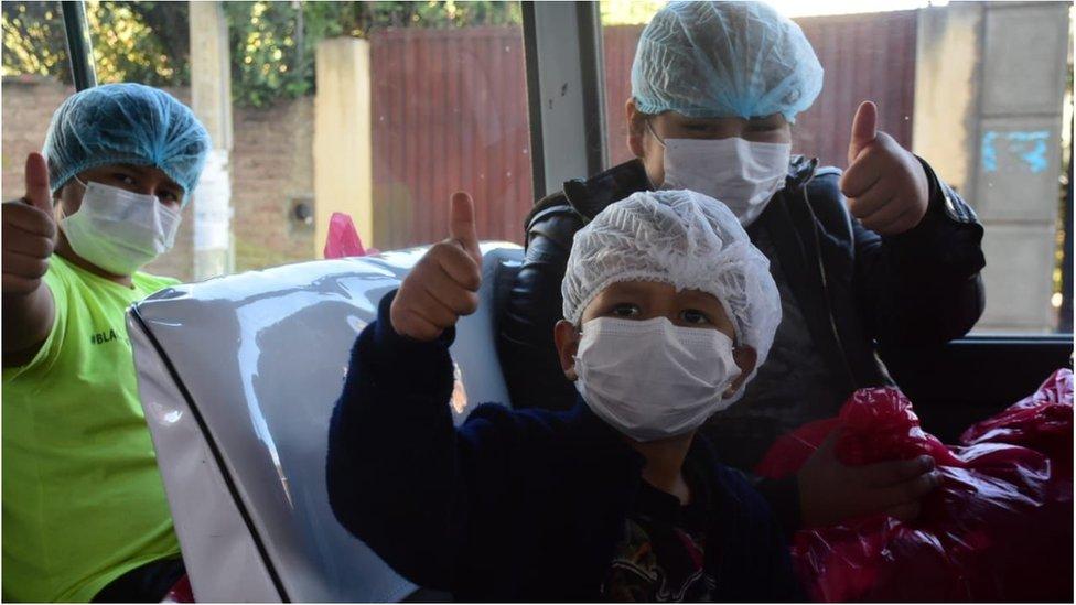 Coronavirus en Bolivia: la emotiva historia de los 8 primos que superaron juntos el covid-19 en el hospital