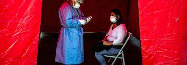 La mayor cantidad de pruebas de covid-19 no explica por sí sola el número de contagios en Perú.