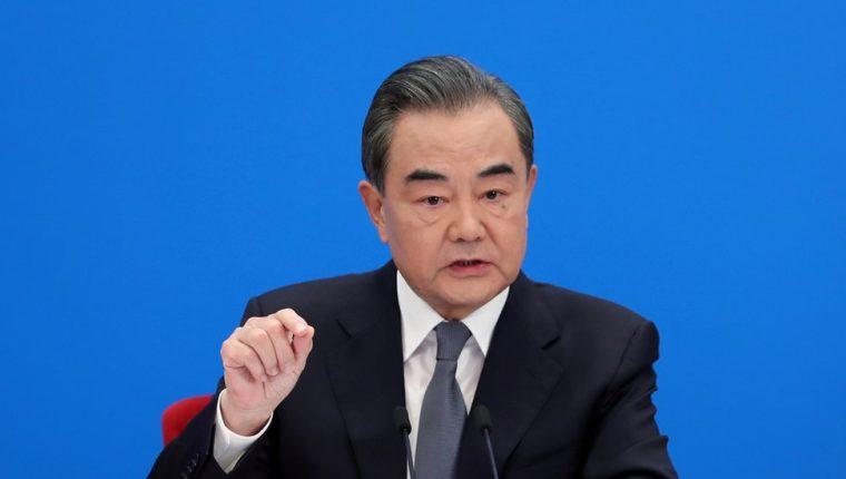 El canciller Wang Yi acusó a Estados Unidos de diseminar teorías falsas y conspiraciones sobre China.
