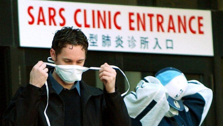 El covid-19 es primo cercano del SARS, pero esta pandemia fue controlada en un plazo de ocho meses en 2013. GETTY IMAGES
