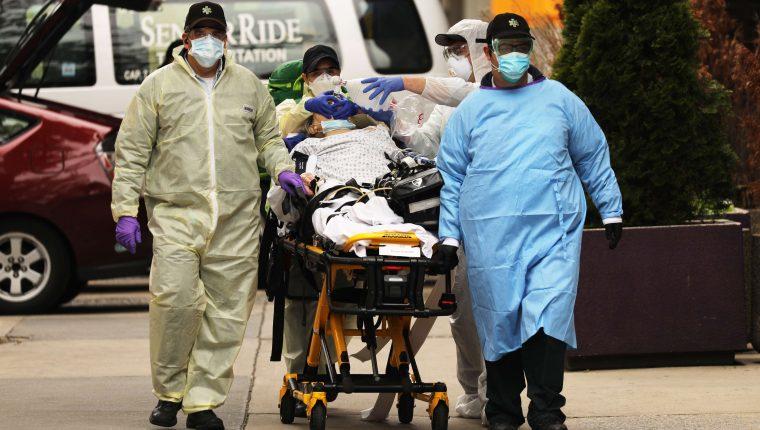La crisis sanitaria por la atención de los afectados por covid-19 ha generado la necesidad de varios países. (Foto Prensa Libre: AFP)