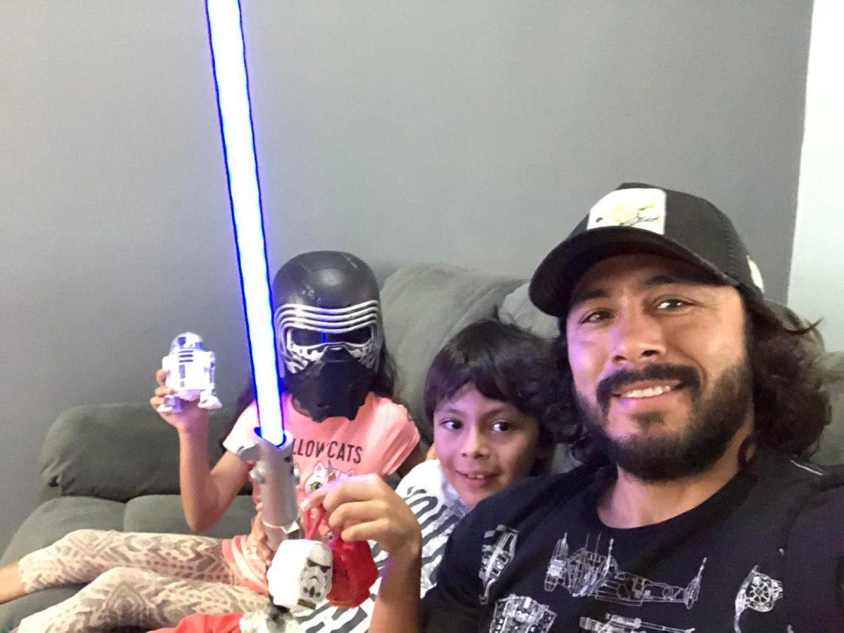 Star Wars: Agustín Herrera celebra el 4 de mayo jugando con sus hijos a la Guerra de las Galaxias