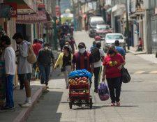 Los mercados han sido puntos de alta concentración de personas y en consecuencia posibles focos de contagio. (Foto Prensa Libre)