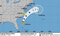 GRAF6545. MIAMI (FLORIDA), 17/05/2020.- Imagen facilitada por el centro Nacional de Huracanaes (NHC) de Estados Unidos donde se muestra la trayectoria de cinco días de la tormenta tropical Arthur frente a las costas estadounidenses. El NHC informó el sábado de la formación de la tormenta tropical Arthur, la primera con nombre de la cuenca atlántica y 16 días antes del inicio oficial de la temporada de huracanes. Arthur está situado a unos 305 kilómetros (190 millas) al este noreste de Cabo Cañaveral (Florida) y a unos 675 kilómetros (420 millas) a sur suroeste de Cabo Hatteras (Carolina del Norte). EFE/NHC /SOLO USO EDITORIAL /NO VENTAS