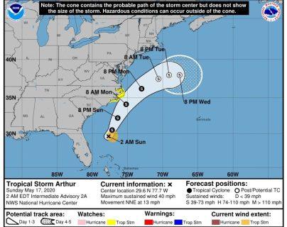 Imagen facilitada por el centro Nacional de Huracanaes (NHC) de Estados Unidos donde se muestra la trayectoria de cinco días de la tormenta tropical Arthur. (Foto Prensa Libre: EFE)