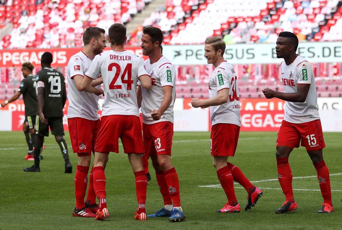 Besos y abrazos abren debate sobre celebraciones de los goles en la Bundesliga