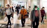 Tokyo (Japan), 18/05/2020.- People shop at a department store in Tokyo, Japan, 18 May 2020. According to data released by the government, Japan's economy contracted by an annualized 3.4 percent in the January-March quarter due to the coronavirus pandemic. With two successive shrinking GDP quarters, the world's third-largest economy is sliding into recession. (Japón, Tokio) EFE/EPA/FRANCK ROBICHON